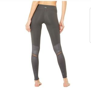 Alo workout leggings in color nthracite